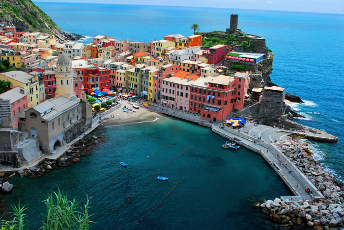 16-Places-To-Travel-Before-You-Die-Cinque-Terre-Italy