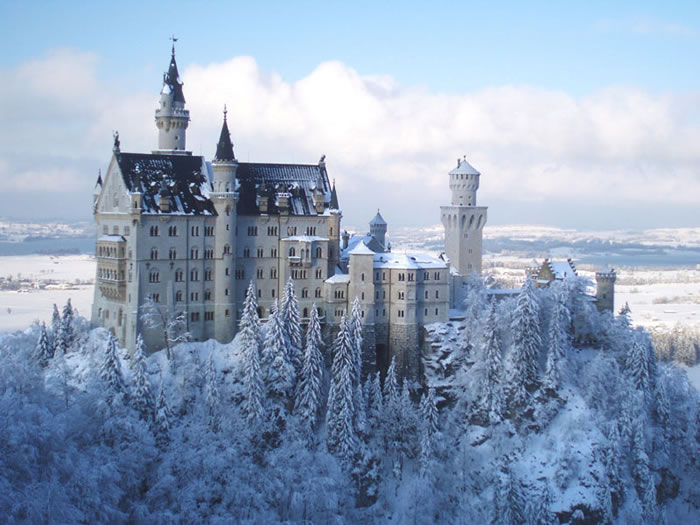 4-Places-To-Travel-Before-You-Die-Neuschwanstein-Castle-Germany