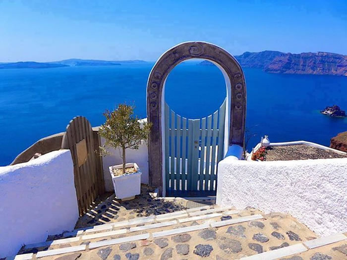 Heavens-Gate-Santorini-Greece-Places-To-Travel-Before-You-Die-