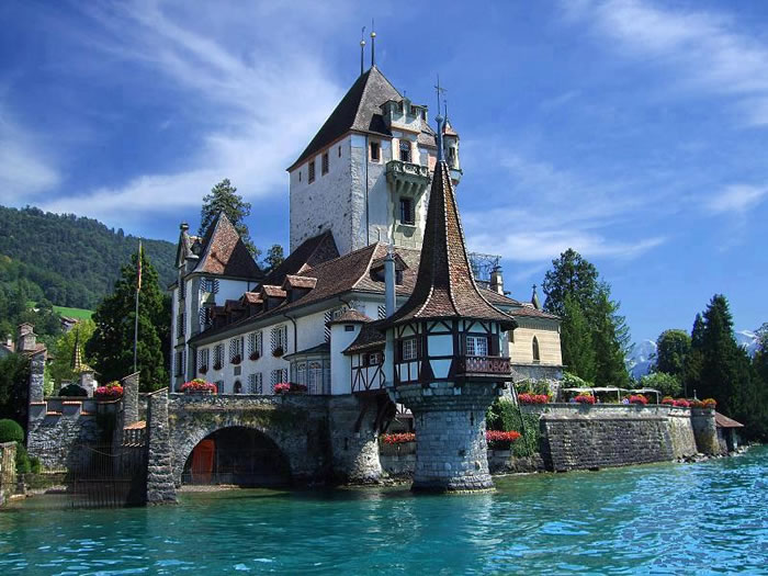 villa-on-Lake-Thun-Spiez-Switzerland-Places-To-Travel-Before-You-Die-