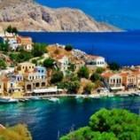 گردشگران راه نجات یونان